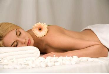 50% попуст на АРОМА МАСАЖА со етерично масло во студио за масажа Златни Раце во вредност од 700ден. за само 349ден.