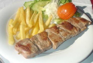 50% попуст на порција по избор: СВИНСКИ РАЖНИЧ или ПИЛЕШКИ УВИЈАЧ во ресторан ЧУН во вредност од 170ден. за само 85ден.