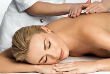 """50% попуст на пакет медицинска масажа од 5 третмани во вредност од 900ден. во салонот за масажа """"Златни Раце""""за само 449ден."""
