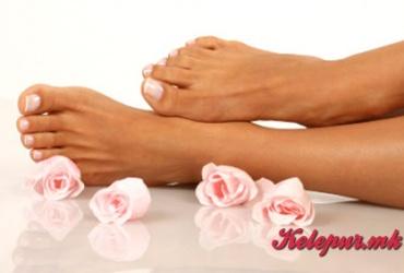 """Летно разубавување на вашите стапала! 50% попуст на педикир во козметичко студио """"For You"""" во вредност од 600ден. за само 299ден."""