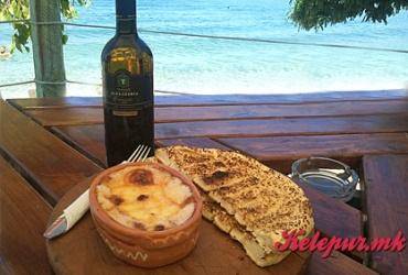 """ПРОМОТИВНО: Бело вино """"ТИКВЕШ"""" Alexandria Classic 0.7л + СИРЕЊЕ ВО ФУРНА во Пица-Бар """"БУРЕ ГРАДИШТЕ"""" за само 300ден."""