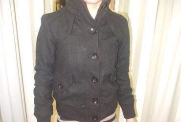 56% попуст на неодолива женска црна зимска јакна во бутик RICCI во вредност од 2250ден. за само 999ден.