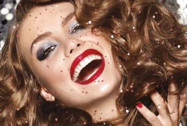 Магична новогодишна понуда во салон за убавина Silhouette! 52% попуст на пакет фенирање + шминка + педикир + маникир во вредност од 1650ден. за само799ден!