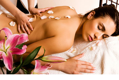 63% попуст на РЕЛАКС МАСАЖА на цело тело во салонот за масажа ЗЛАТНИ РАЦЕ во вредност од 800ден. за само 299ден.