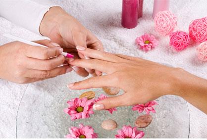 Предновогодишна грижа за вашиот изглед! 55% попуст на надградба на нокти во козметичко студио ~Angel